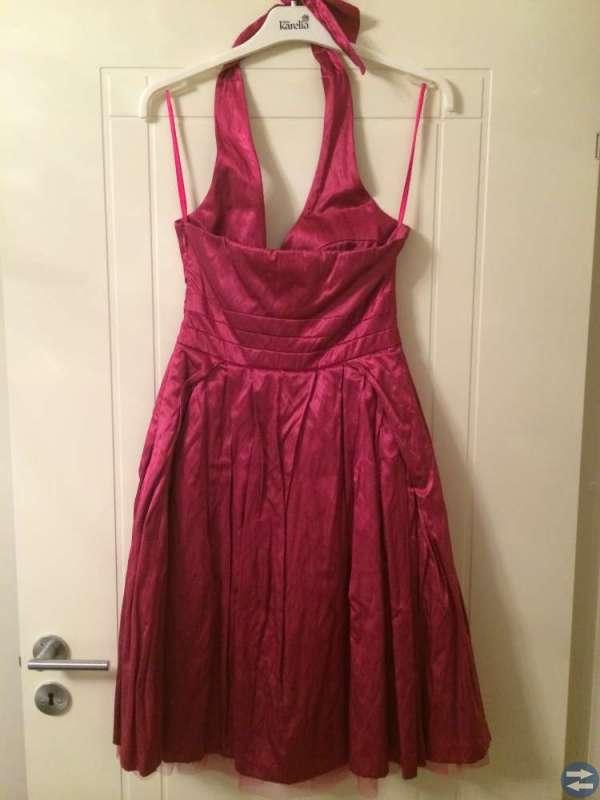Oanvänd klänning stl Small  - rosa och vit