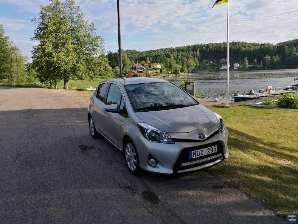 Toyota Yaris Hybrid-Keyless-Backkamera-Ledbar -13