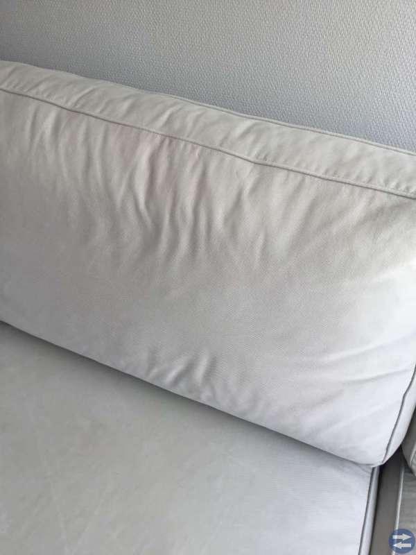 Tvåsittssoffa ljusgrå med tvättbar klädsel