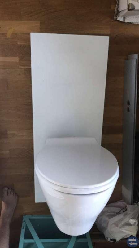 En helt ny svedbergs vägghängd toastol