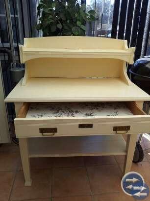Äldre bord / serveringsbänk