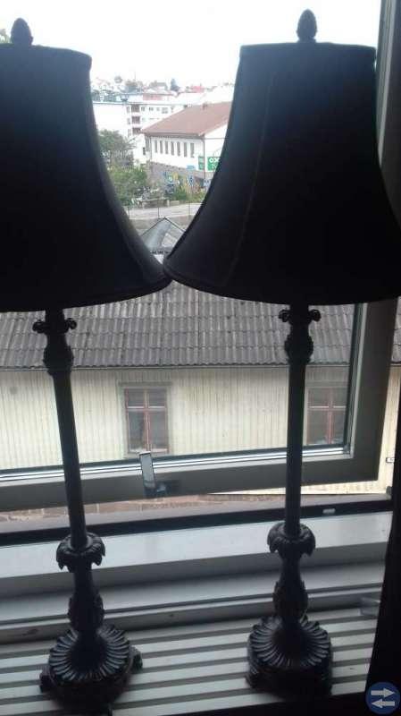 2 st höga  stabila lampr