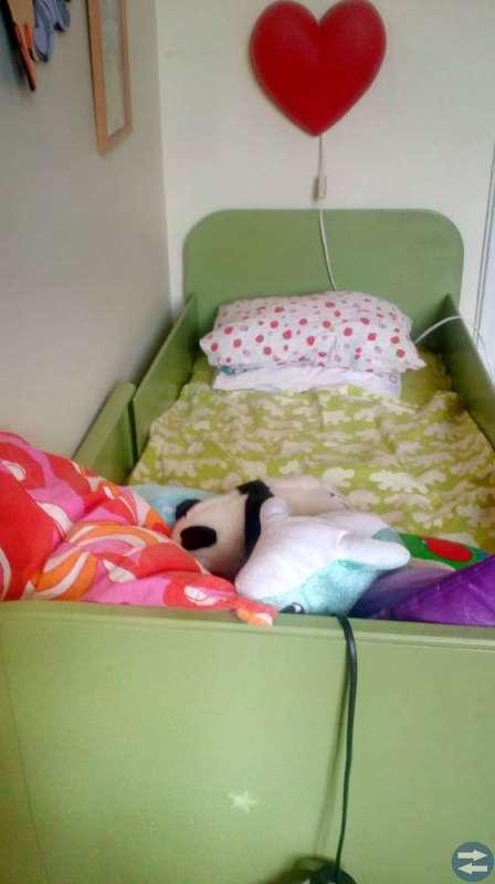 Mysig växa säng