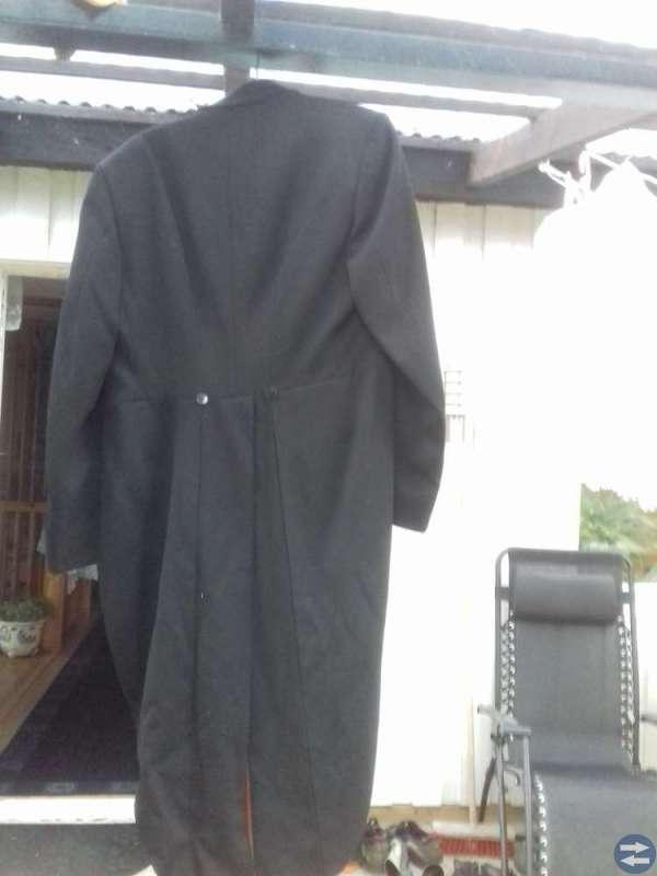 Frack svart storlek 48