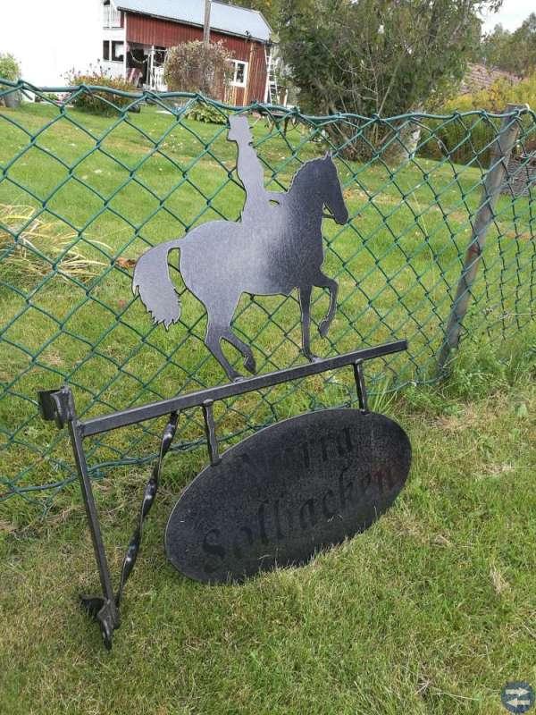 Gårdsskylt dressyrhäst