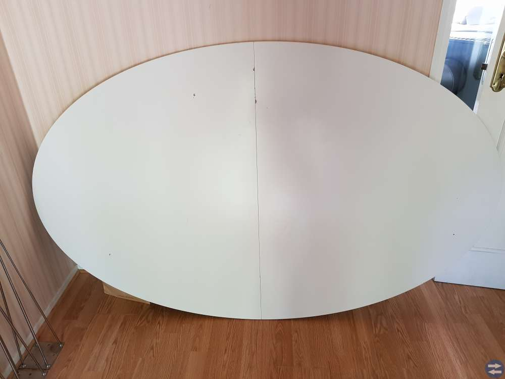 Ovalt köksbord