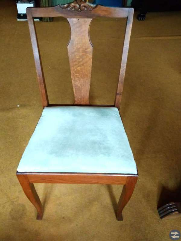 Ekbord och 4 stolar  (bord med lejontassar)