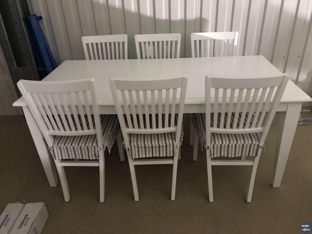 Köksbord med stolar