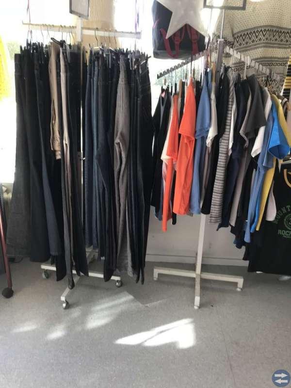 Butiksinredning, klädställning, hyllor galgar