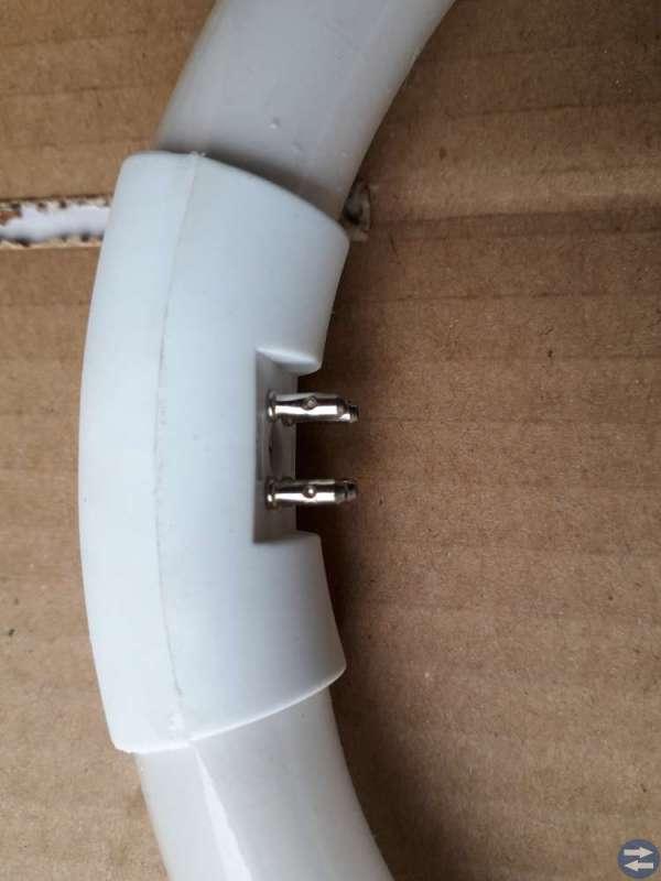 Runda(cirkulära) varma vita lysrör.