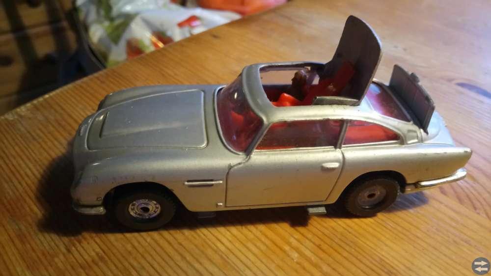 Corgi James Bond 007 Aston Martiin B5