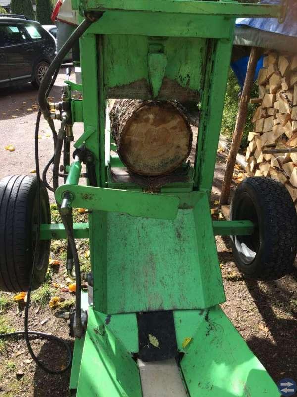 Vedmaskin kombinerad klipp och klyv