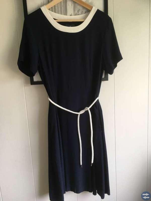 Mörkbå klänning storlek 38