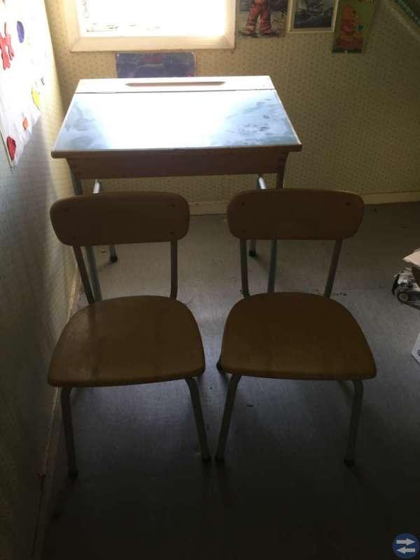 Gammal skolbänk + två barnstolar