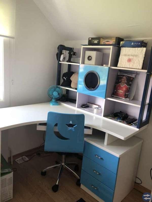 Säng skrivbord skrivbordsstol