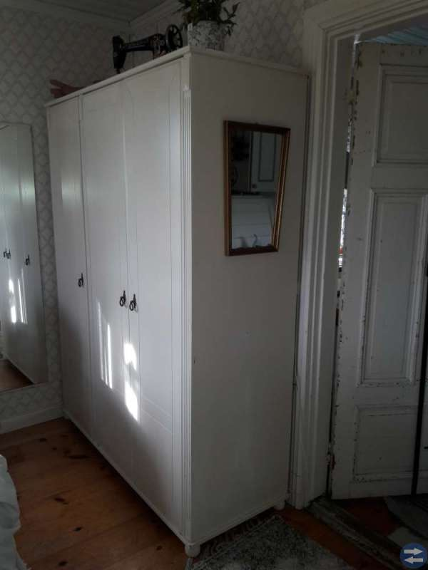 Säng byrå garderob