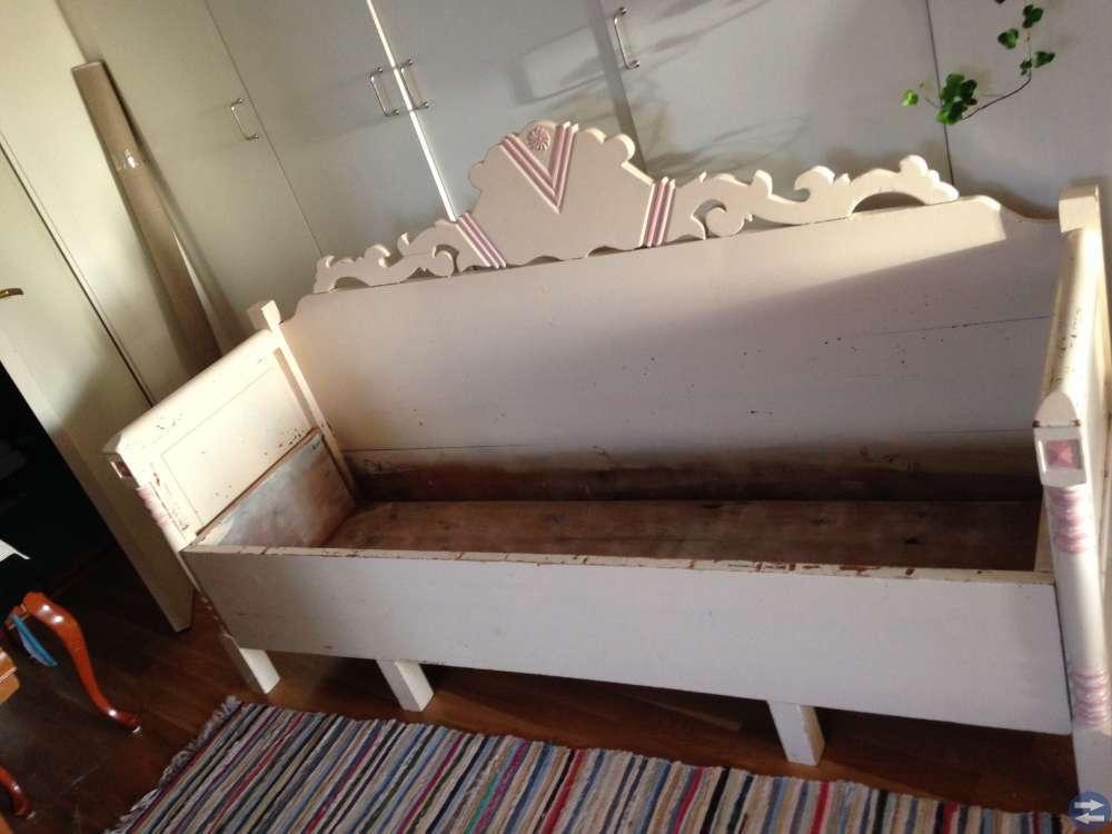 Gammal dragsoffa/säng
