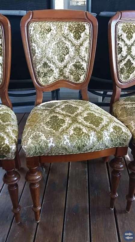 Fyra äldre stolar