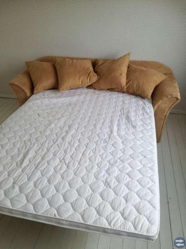 Bäddsoffa ljusbrun soffa bäddsäng