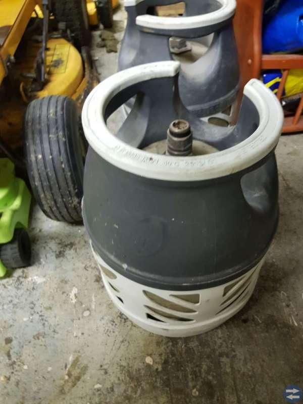 Gasolflaska i kompositmaterial, rymmande 5 kg
