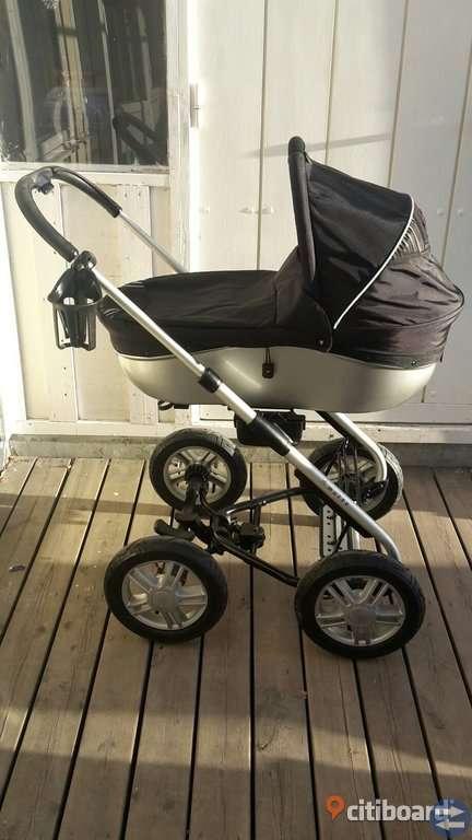 Barnvagn i gott skick med all tillbehör