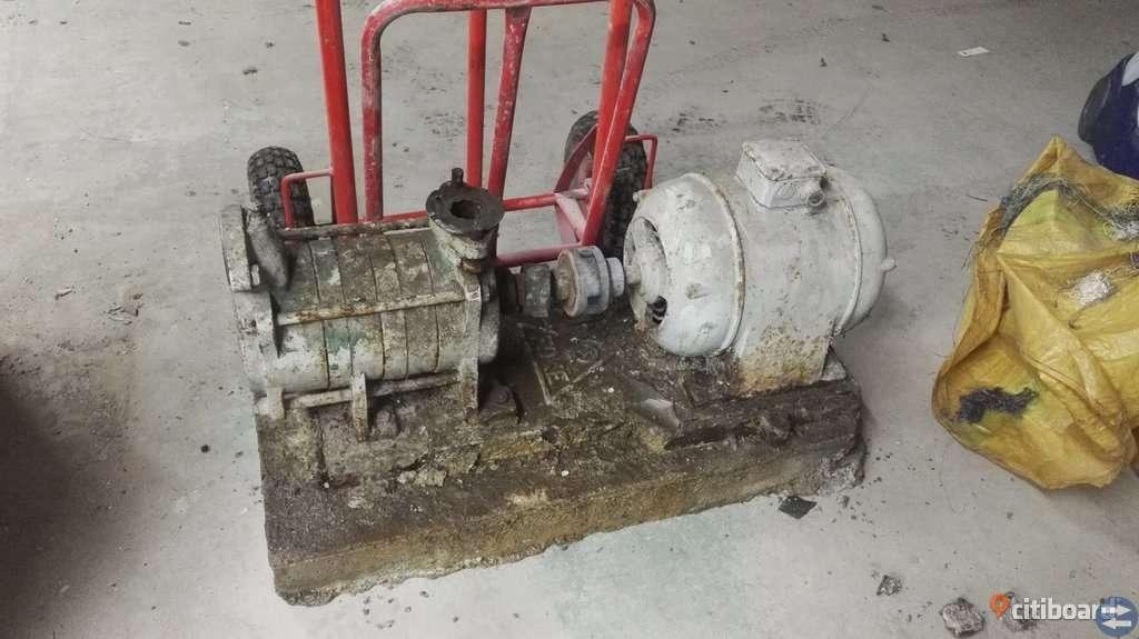 Trefasmotor och hydrofor pump inkl. kopplingar m.m.