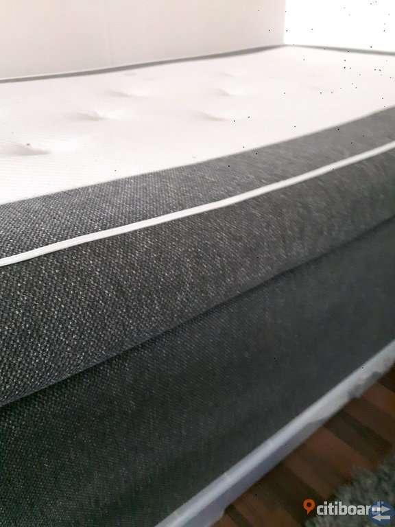 Säng med madrass