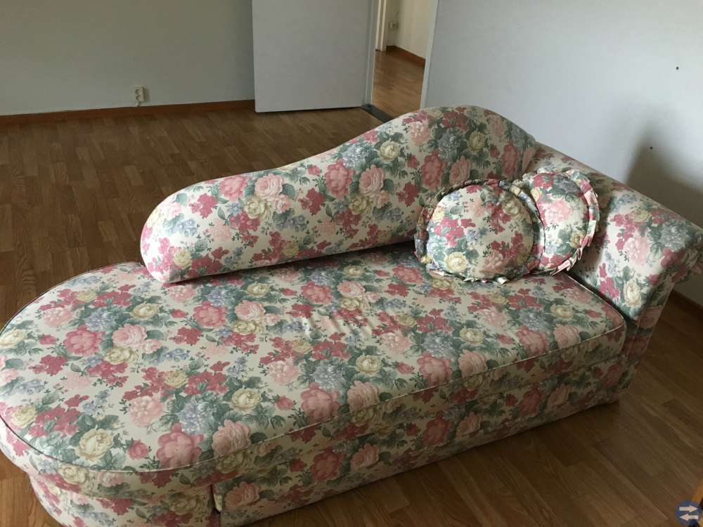 Blommig divan