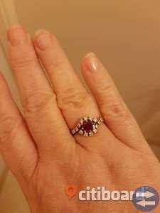 Antik 18 karat vitguld med rubin och diamant ring