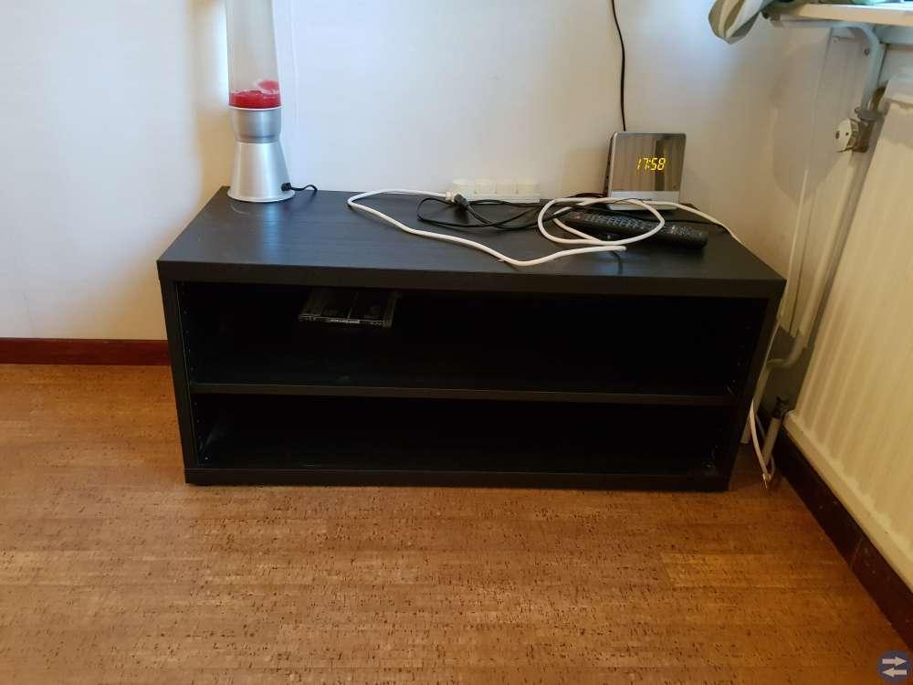 90 cm säng, skrivbord och tv-bänk
