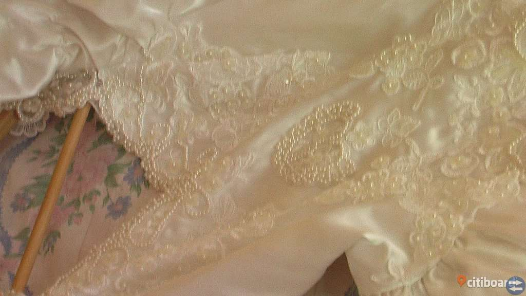 Mycket VACKER exclusive Brudklänning med slöja