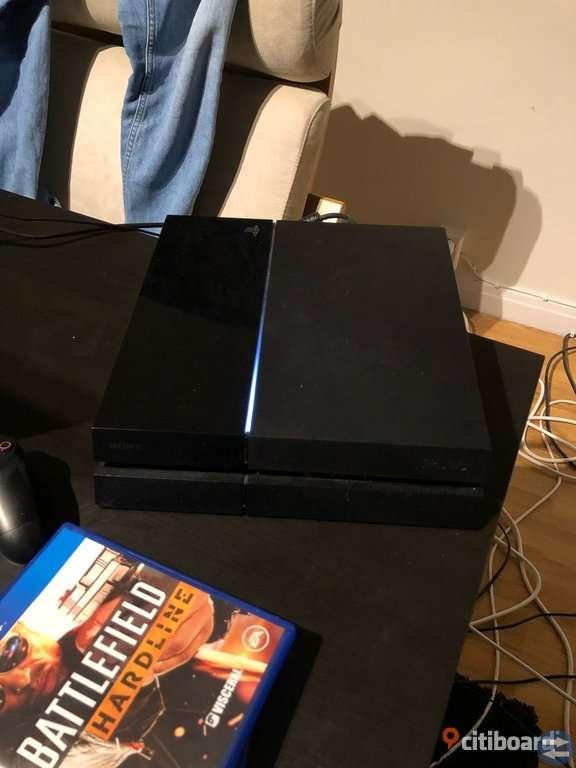PS4 500gig, medkommer 3 spel och 2 kontroller