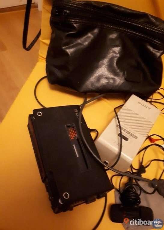 Fynda utmärkt fungerande Sony Walkman Professional D6C med tillbehör