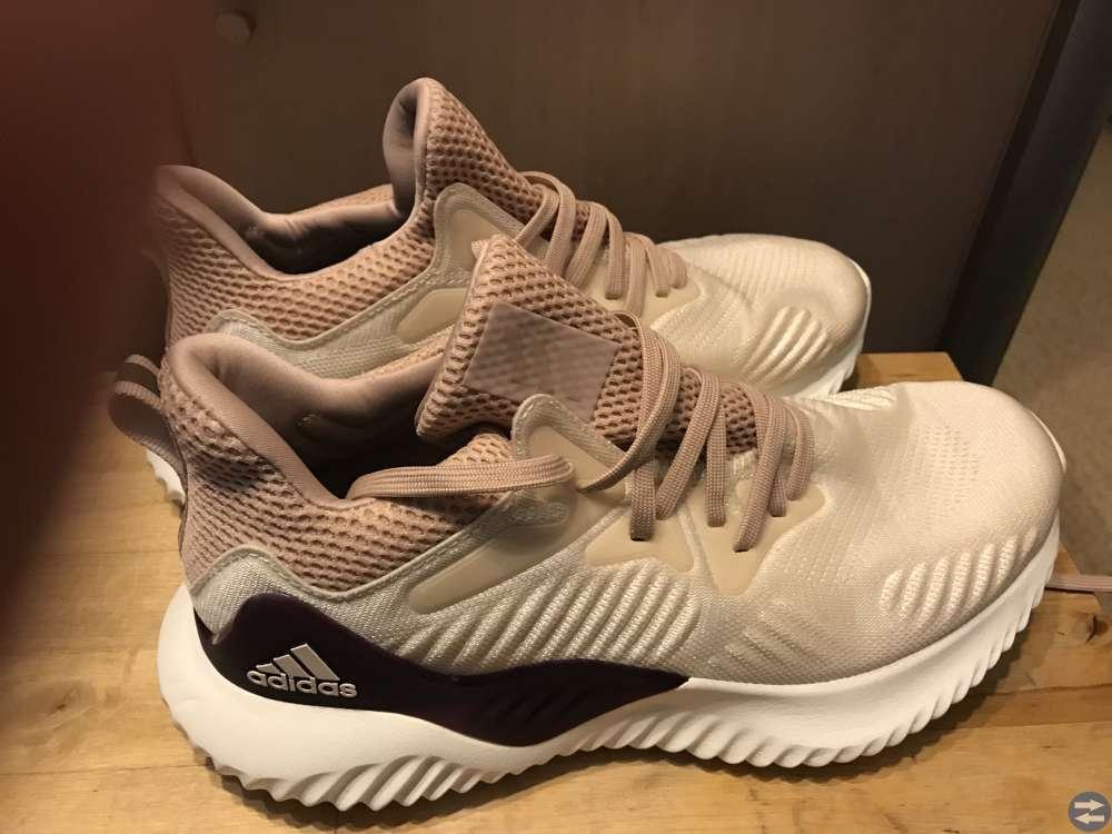 Puma skor 40 och Adidas 39,5