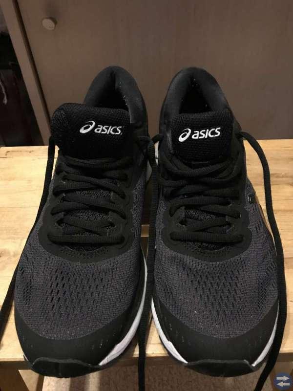Adidas skor 38 och Asics skor 40,5