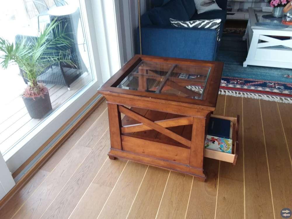 Fint litet soffbord, hörnbord