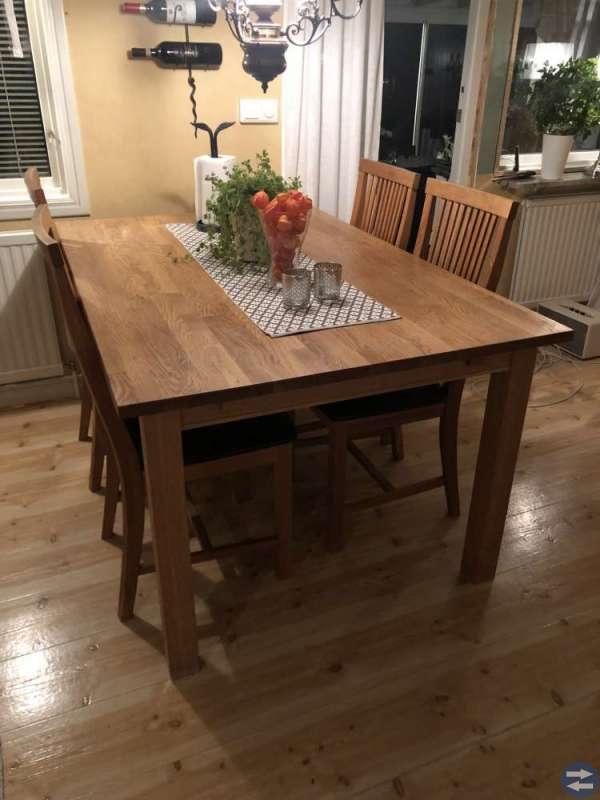 Matbord med 4 stolar