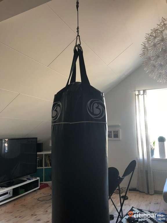 Boxningssäck (Fylld)-120cm-35kg
