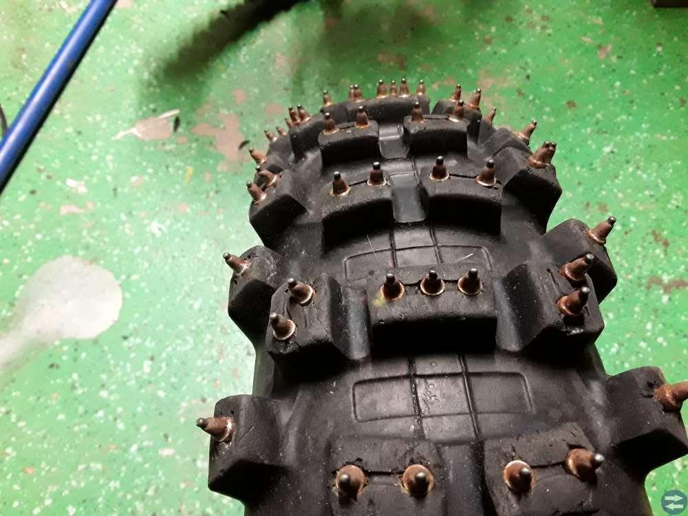 Dubbdäck Bridgestone 110/100×18  M58