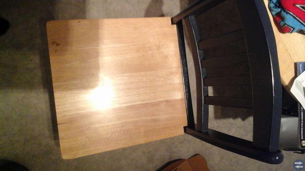 Litet matbord med 2 stolar