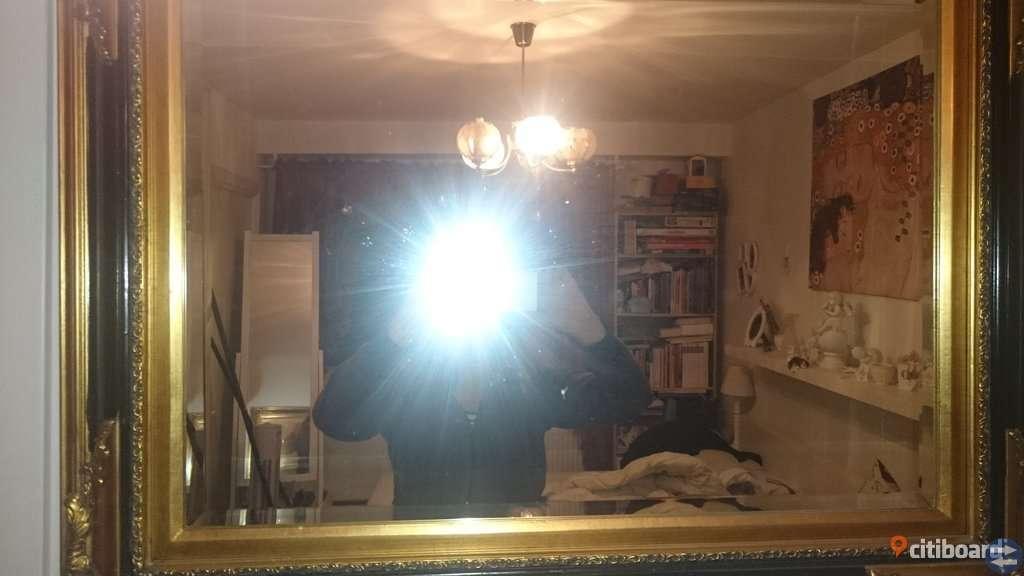 Jättefin spegel i gammal stil svart och guld med fin ram