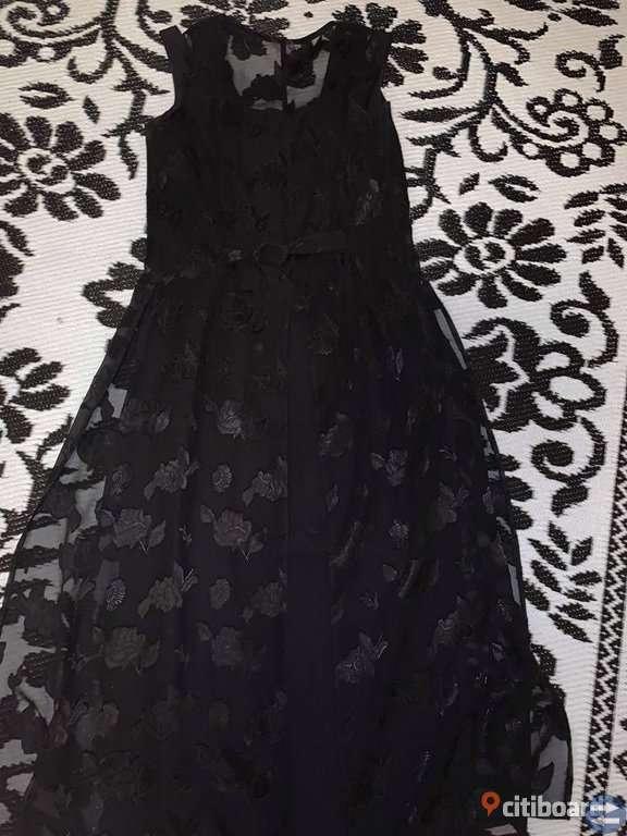 Svart klänning med spets i 2 delar Storlek S
