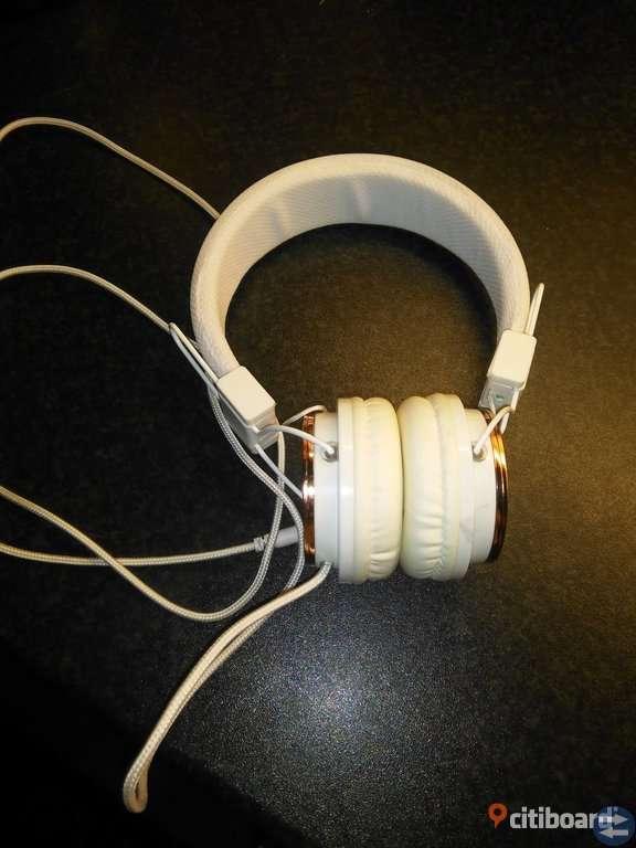 Roseguld hörlurar