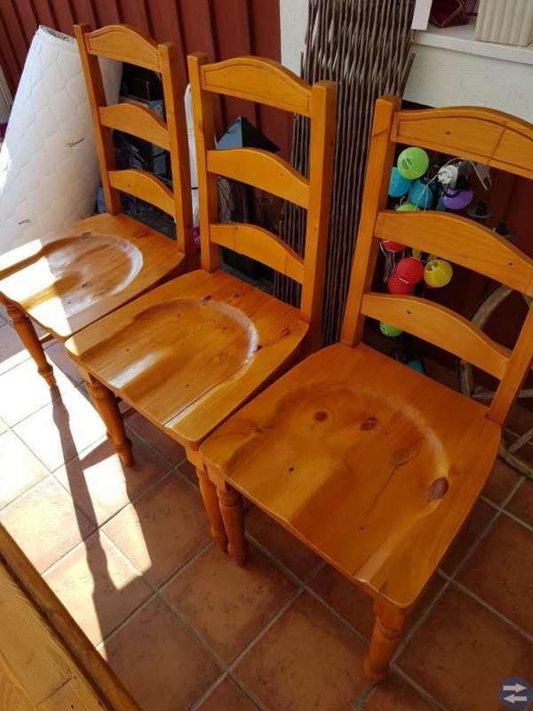 Matbord med 8 stolar