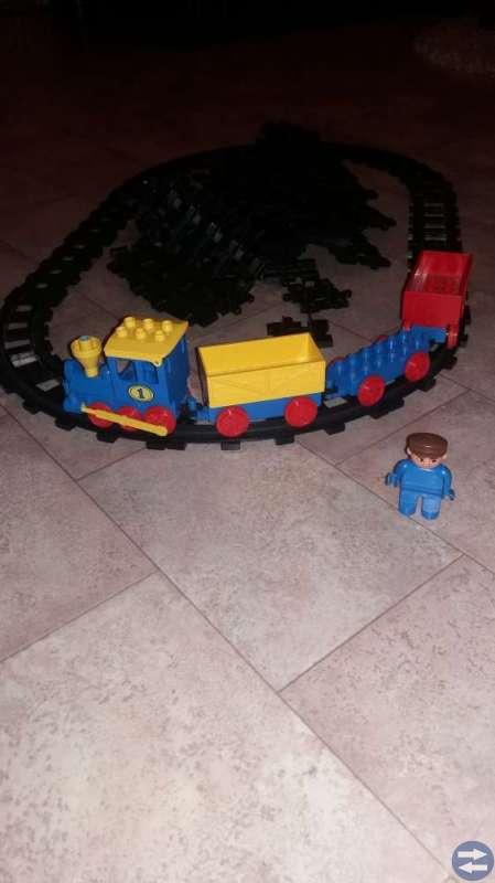 Lego tåg med räls
