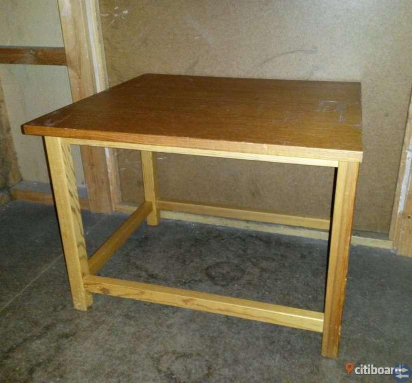 Sideboard, troligtvis från 50-talet och i ek. 57*51*44 cm.