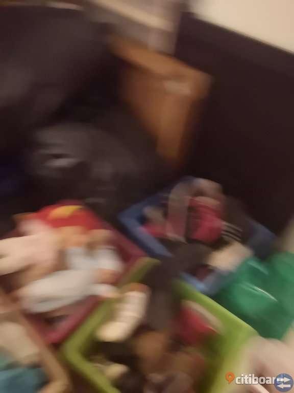 Leksaker alla möjliga åldrar samt böcker