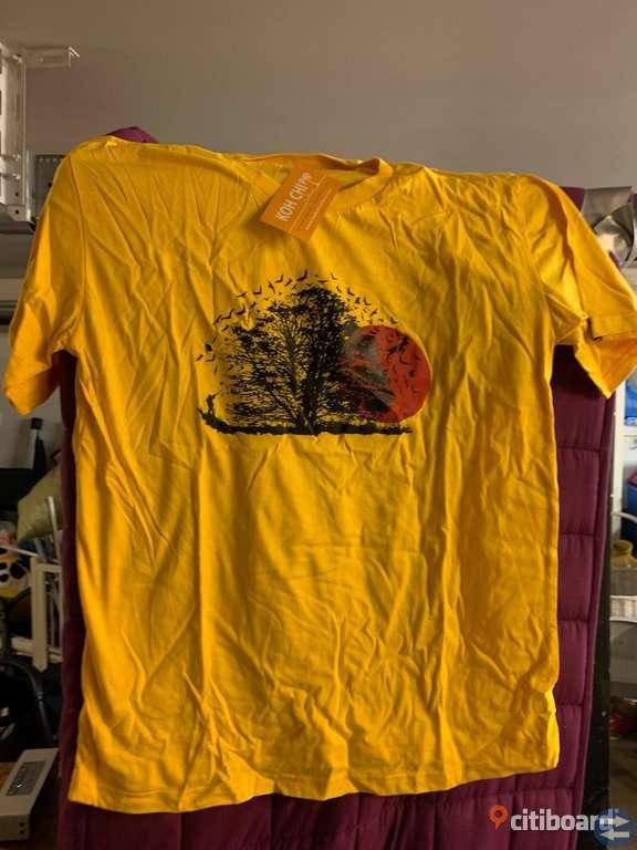 Flera hundra t-shirts med olika tryck!