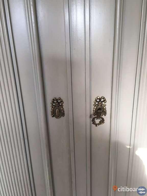 Gustaviansk skåp