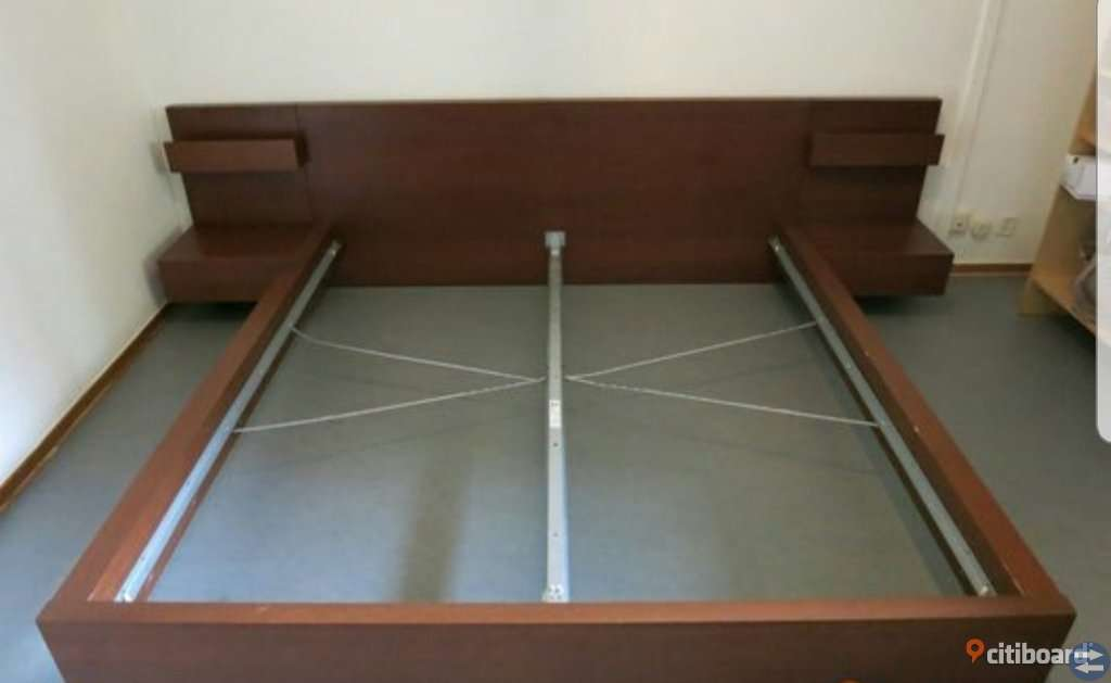 Sängstomme inkl. sängbord och madrasser